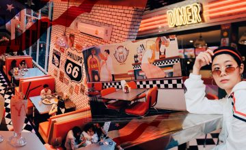 V8 Diner ย้อนเวลาทะลุไปรุ่นแม่กับคาเฟ่ยุค 90s