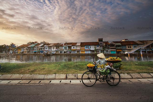 2. vietnamese street vendor - Khanh Duy Le.jpg