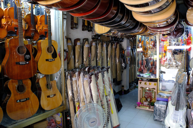 Nguyen Thien Thuat Guitar Street.jpg