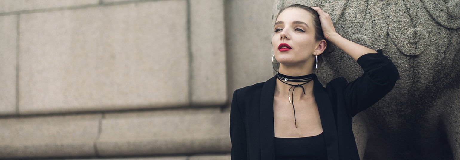 HOW TO CHOOSE THE RIGHT CHOKER STYLE FOR YOUR NECKLINE AND OUTFIT