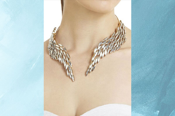 statement choker for your neckline and outfit
