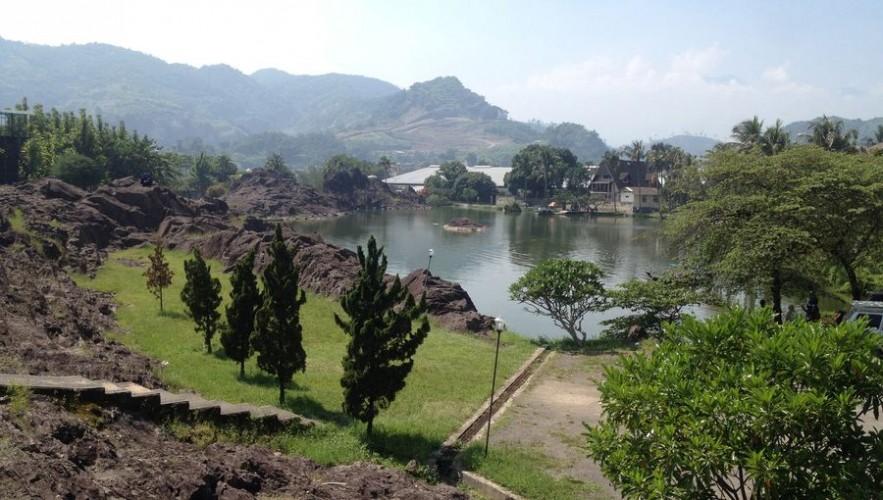 Hasil gambar untuk kampung batu