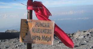 Puncak Mahameru 3676 mdpl