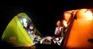 tenda di malam hari - tempat berlindung pendaki di malam hari