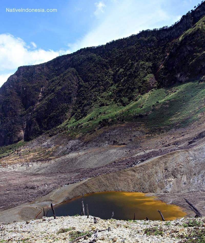 gunung papandayan - bekas letusan. Sumber: NativeIndonesia
