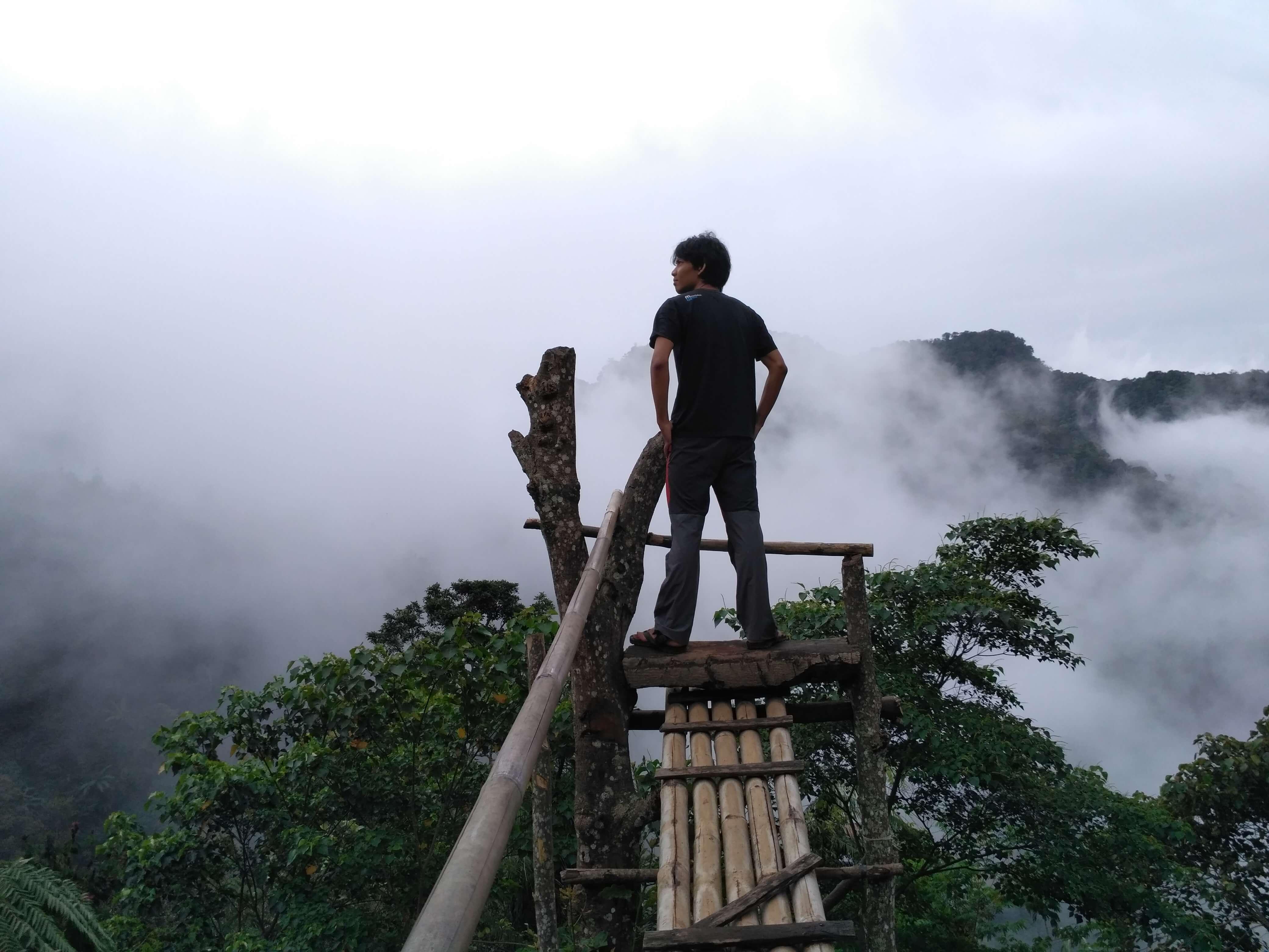 Tempat Selfie di Ipukan dengan background Hutan dan Gunung Ciremai