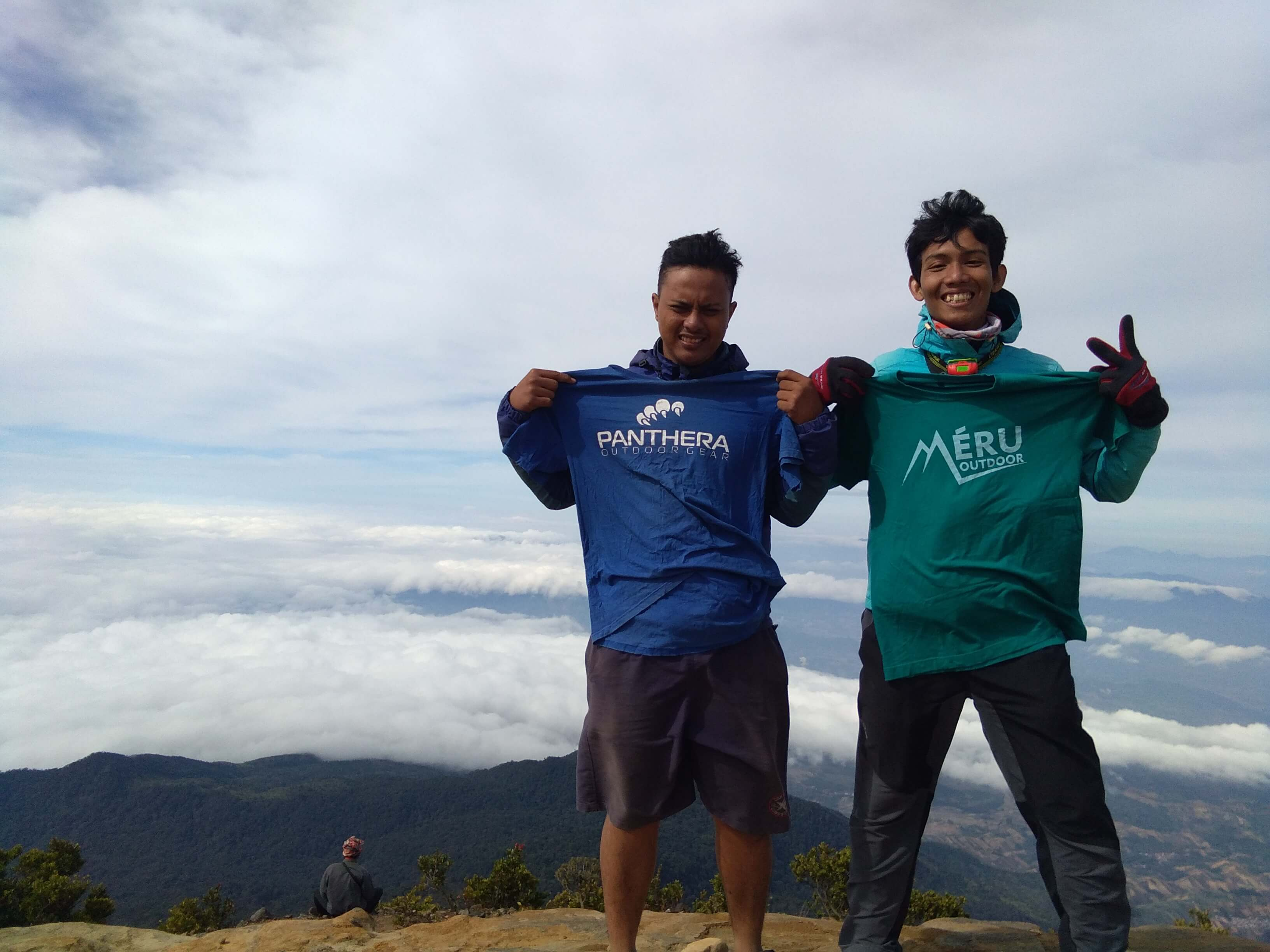 Puncak Gunung Ciremai (Meru Outdoor & panthera Outdoor Gear)