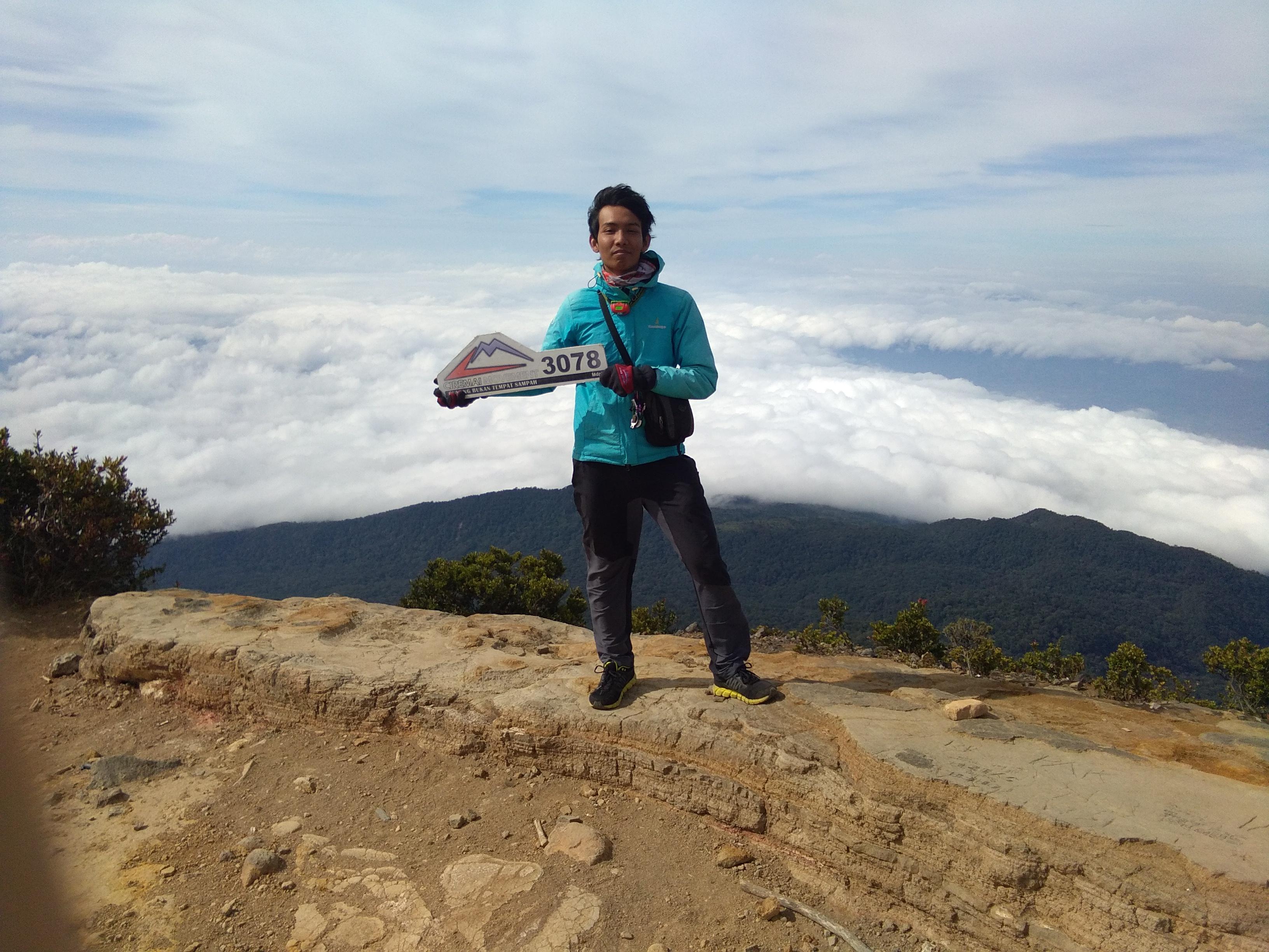 Di Puncak Gunung Ciremai 3078 mdpl (Foto oleh : Bagus)