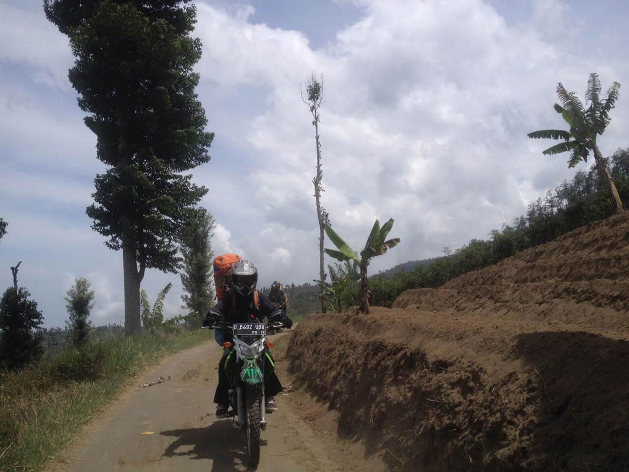 Jalur menuju Basecamp Apuy