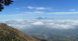 Pemandangan gunung Sumbing, gunung Sindoro, Dieng, gunung Prau serta gunung Slamet