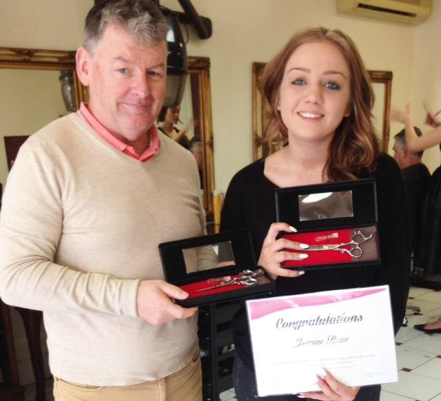 jazmine Bowe with prize