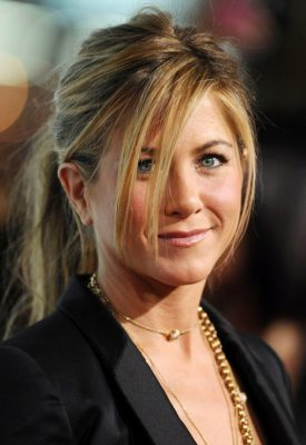 Jennifer-Aniston-Relaxed-Ponytail-with-Bagns
