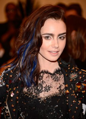 Lily-Collins-added-some-blue-her-beach-waves-Met-Gala