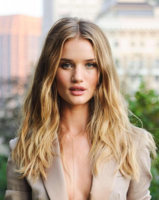 Rosie Huntington-Whiteley lancia il nuovo profumo di Burberry