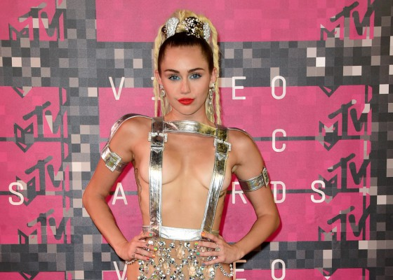 Miley-Cyrus-Hair-MTV-VMAs-2015