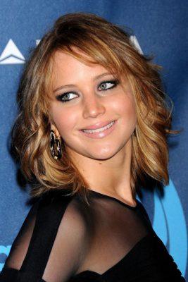 Jennifer-Lawrence-Easy-Living_22apr13_rex_b_426x639
