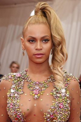 beyonce_glamour_5may15_getty_b_426x639