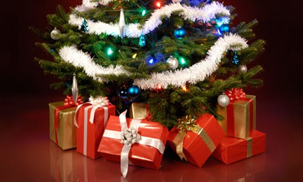 Decorated-Christmas-tree--007