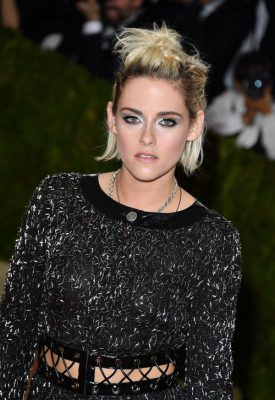NEW YORK, NY - MAY 02: Actress Kristen Stewart attends the 'Manus x Machina: Fashion in an Age of Technology' Costume Institute Gala at the Metropolitan Museum of Art on May 2, 2016 in New York City. (Photo by George Pimentel/WireImage)