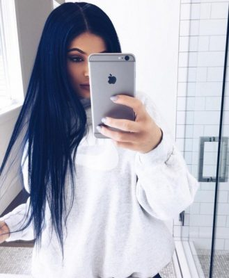 beauty-trends-blogs-daily-beauty-reporter-2016-03-15-kylie-jenner-navy-hair