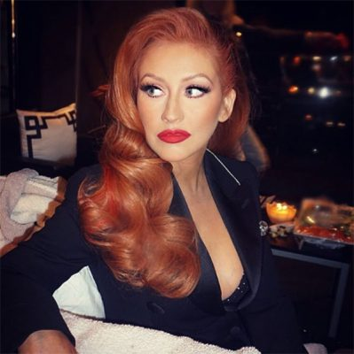 christina-aguilera-dyes-hair-red-ftr