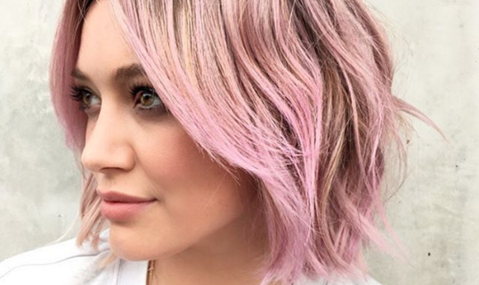 1453403235-hilary-duff-debuts-new-candy-floss-pink-hair-january-2016