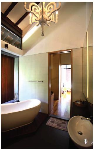 bathroom of the junior master suite