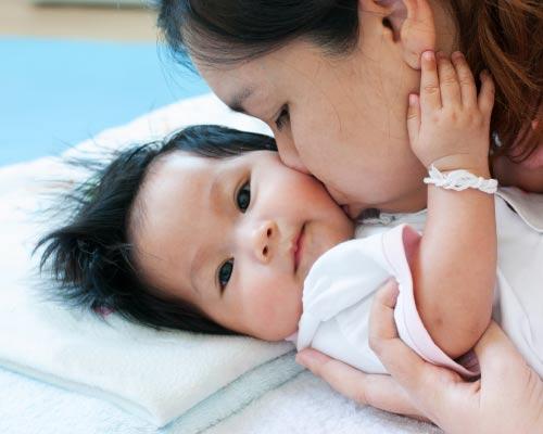 Bahan Alami di Shampoo Bayi yang Buat Rambut Si Kecil Lebat dan Indah