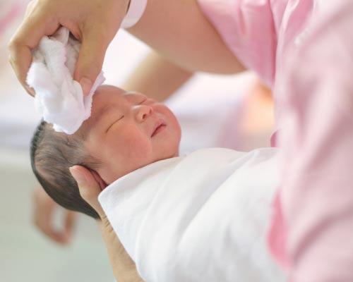 Tips Dasar Perawatan Bayi Baru Lahir untuk Orang Tua Baru