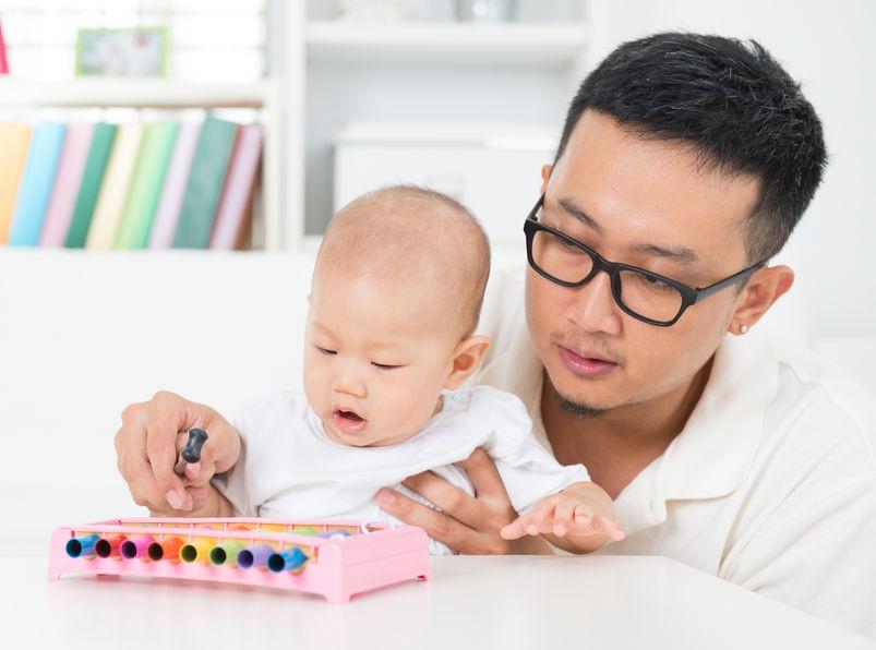 3 Permainan Bermanfaat untuk Bayi 10 Bulan
