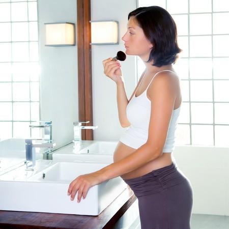 Memilih Make-Up yang Aman Selama Kehamilan