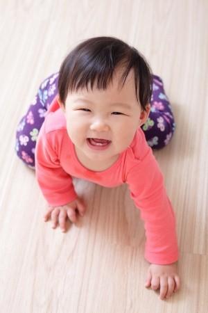 Merangkak Sebagai Tanda Kematangan Saraf Bayi