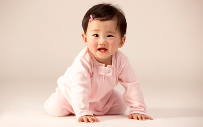 Perkembangan Bayi Usia 8 Bulan