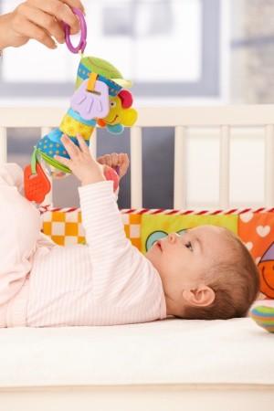 Rekomendasi Mainan untuk Bayi Baru Lahir