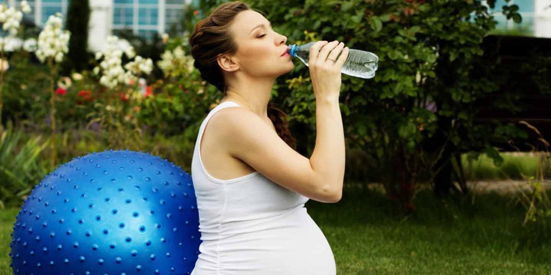 Zwitsal Pentingnya Minum Air Putih Bagi Ibu Hamil