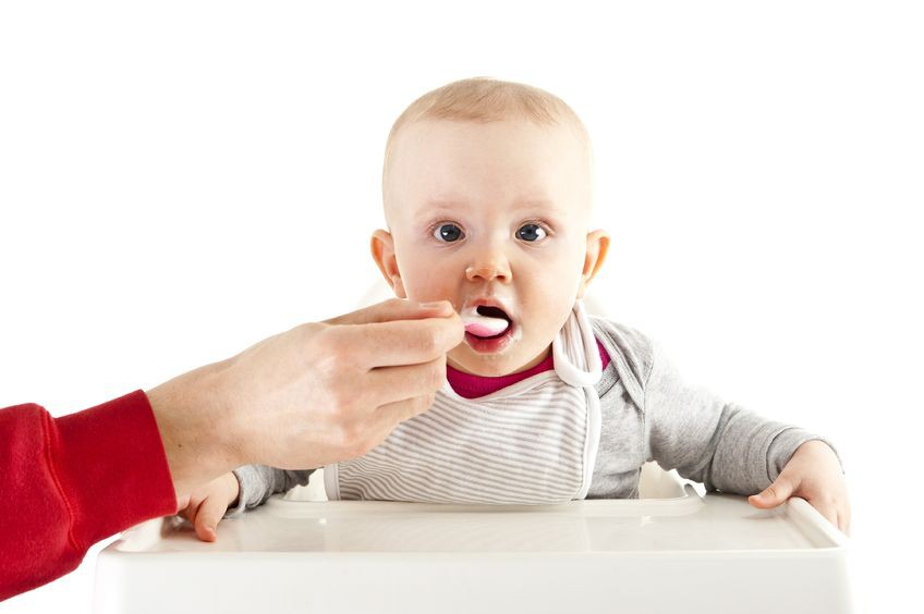Memilih Peralatan Makan yang Aman untuk Bayi
