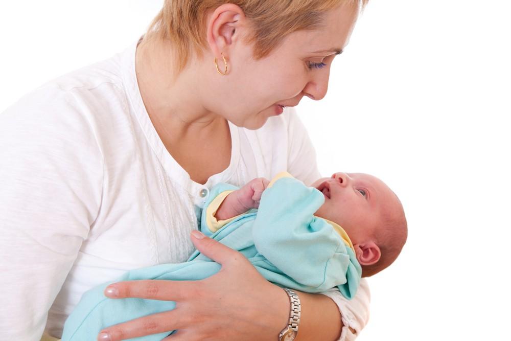Zwitsal | Cara Tepat Menggendong Bayi untuk Tumbuh Kembang Optimal