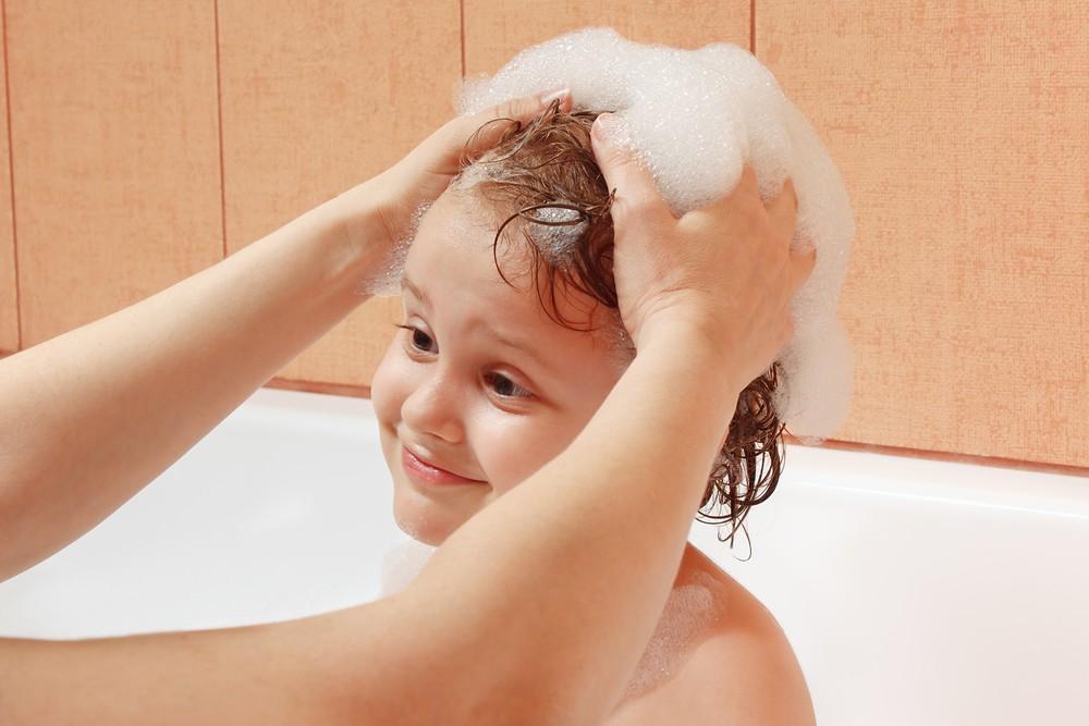 Keramas Efektif untuk Rambut Anak Sehat & Cantik