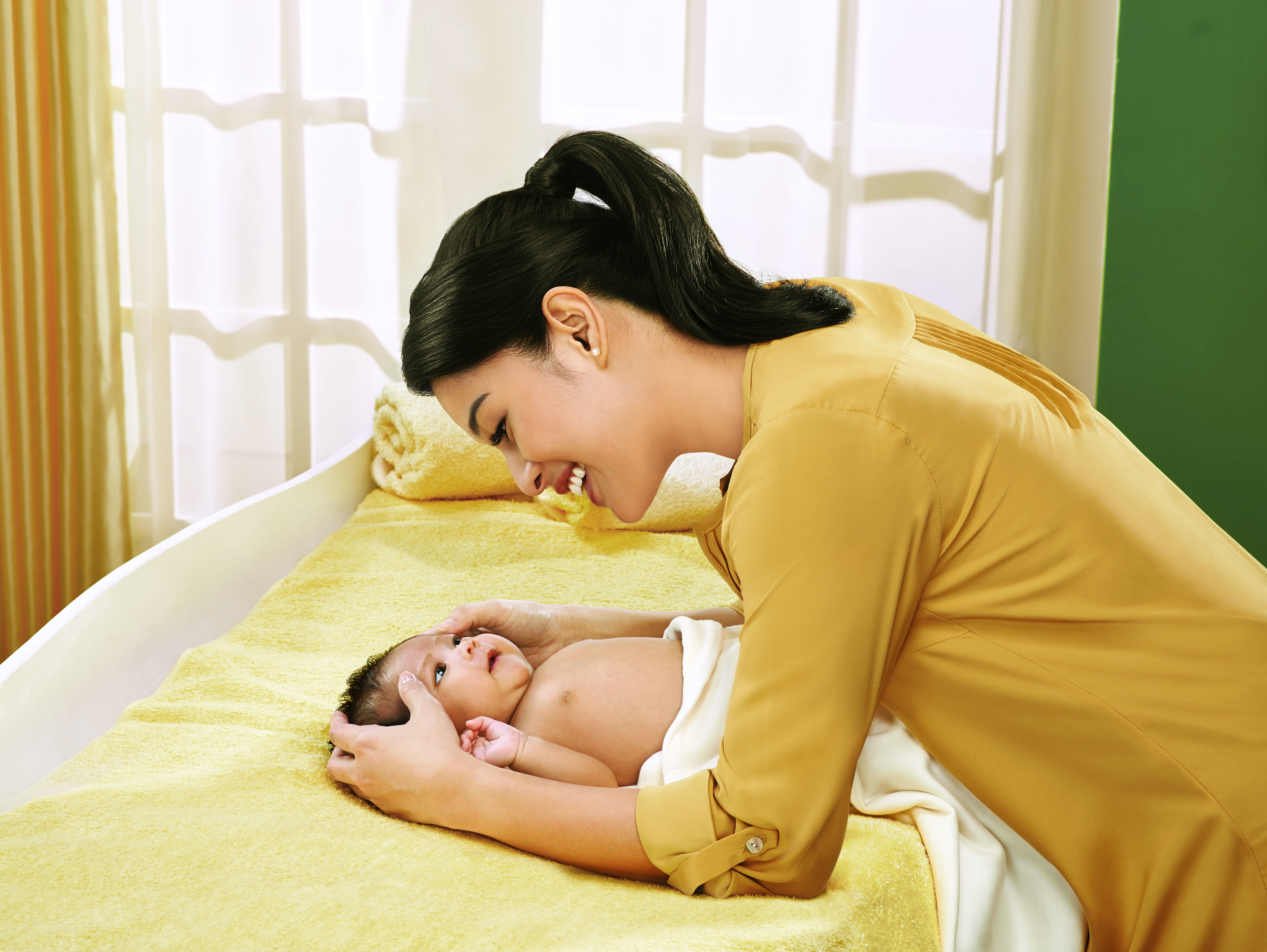 Teknik Pijat Bayi Dulu dan Sekarang