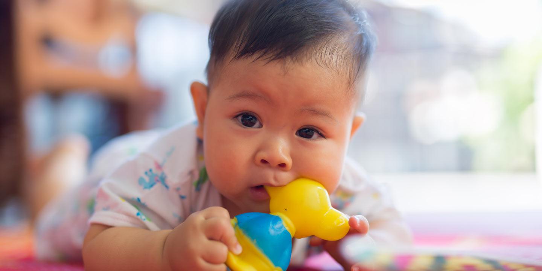 Yuk, Kenali Mainan Bayi Sesuai Tahapan Usianya