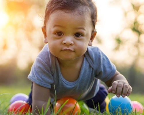 Tahapan Tumbuh Kembang Bayi 7-12 Bulan