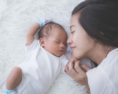 Perkembangan Bayi Usia 1 Bulan
