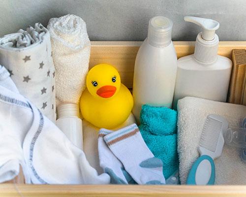15 Perlengkapan Mandi Bayi dan Tips Memilihnya