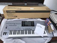 Yamaha Tyros 5-61 Arranger Workstation