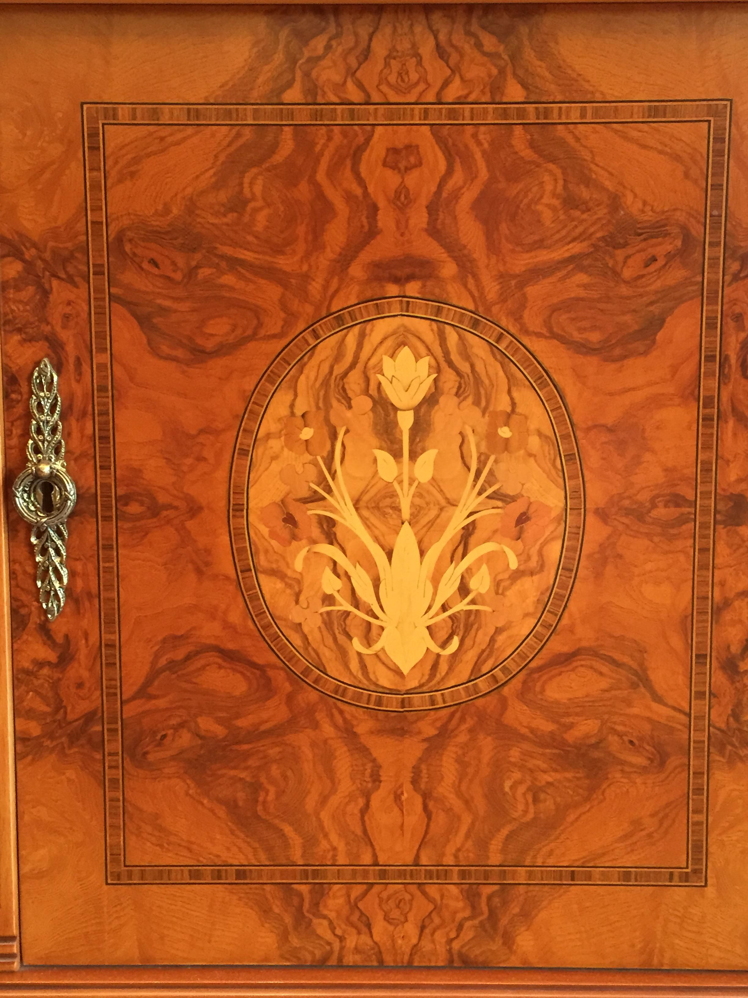 185cm Solid Wood Floral Details Showcase Cabinet Made In