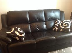 Black leather sofa in good condition