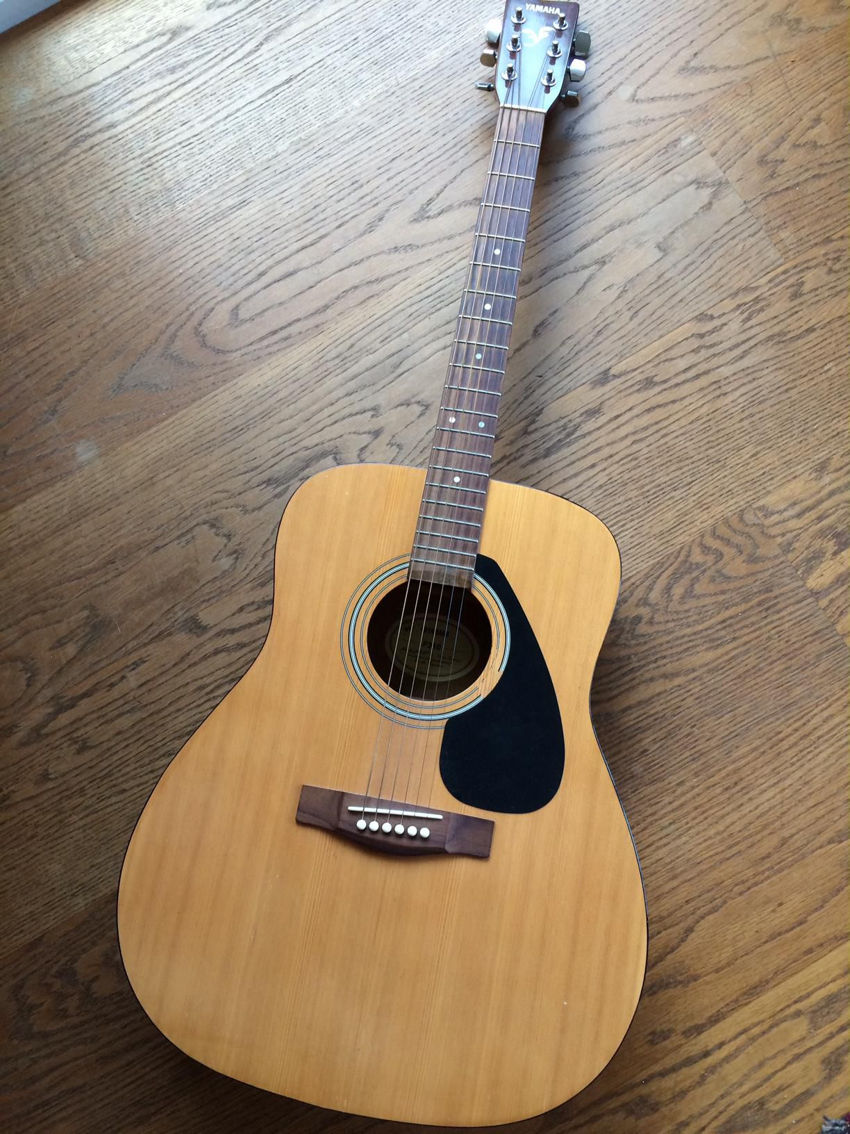 Yamaha acoustic guitar f310 600hkd for Yamaha classic guitar