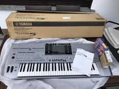 Yamaha Tyros 5-61 Arranger Workstation