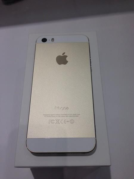 perfect iphone 5s gold 16gb no dent or scratch full box. Black Bedroom Furniture Sets. Home Design Ideas