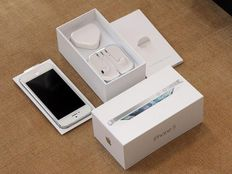 Perfect iphone 5s gold 16gb no dent or scratch full box